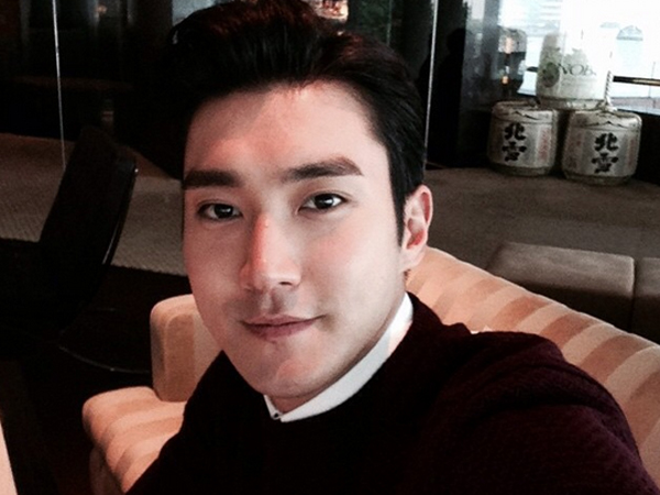 Kocaknya Siwon Super Junior Parodikan Dirinya Sendiri Jadi Iron Man di Sosial Media