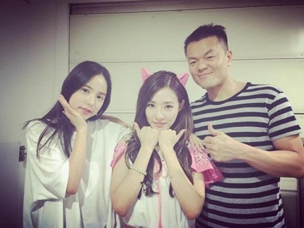 Konsernya Dihadiri Bos JYP dan Min Hyo Rin, Tiffany SNSD Ucapkan Terima Kasih