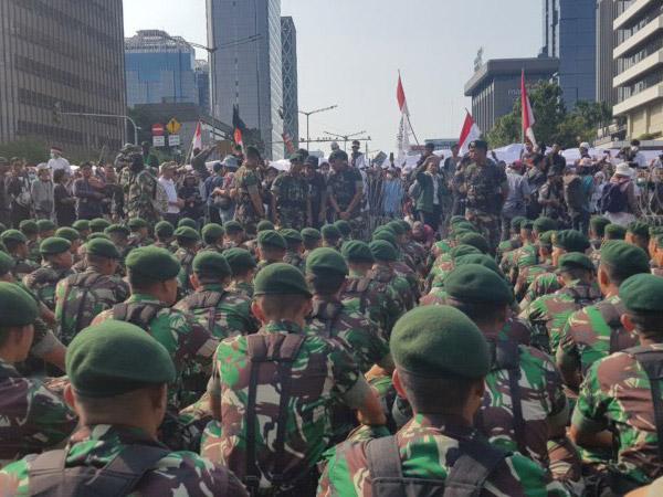 Viral Video Cerdik TNI Ungkap Penyusup di Kalangan Mahasiswa Demo