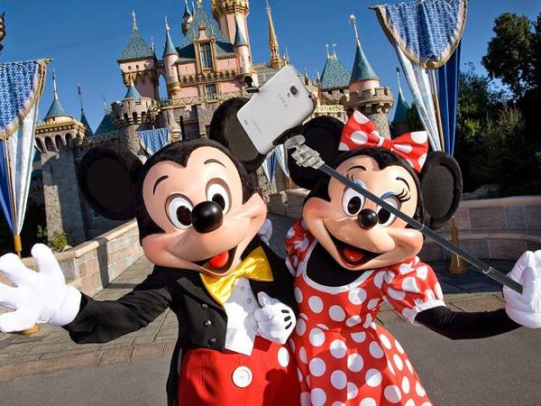 Wah, Disney Amerika Juga Larang Penggunaan Tongsis!