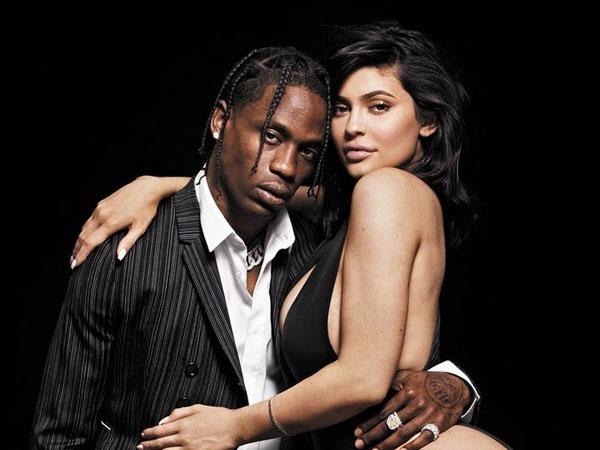 Viral nan Seksi, Kylie Jenner dan Travis Scott Lakukan Pemotretan Bersama Untuk Pertama Kalinya!