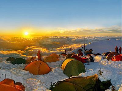 Tantangan Menginap di Tepi Jurang Mont Blanc
