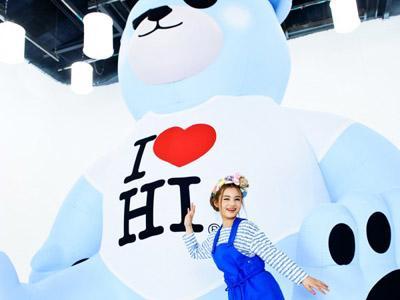 Wah, Ada Beruang Super Besar Mengapung di Atas Gedung YG Entertainment!
