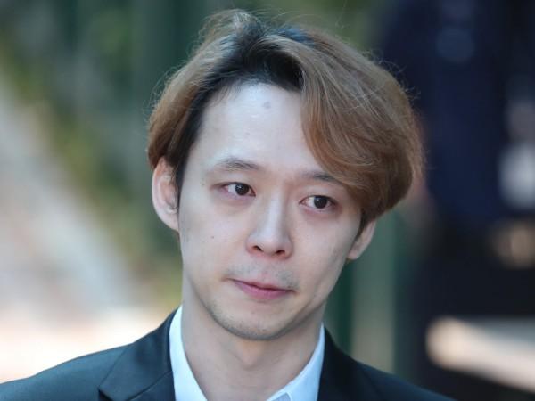 Tangis Park Yoochun Pecah Saat Minta Maaf ke Fans Usai Sidang Putusan Narkoba
