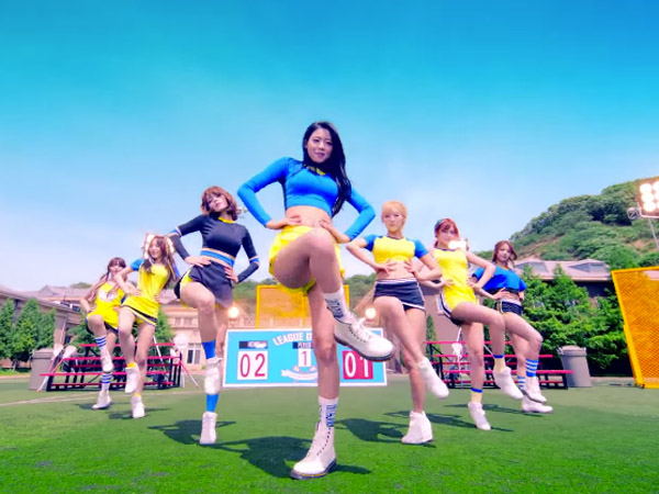 AOA Buat Para Pria Tak Tahan Lewat Aksi Permainan Lacrosse di MV 'Heart Attack'
