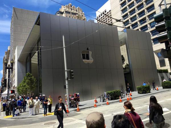 Lebih dari 300 Unit iPhone X Dibawa Kabur Maling, Bagaimana Nasib Pembeli?