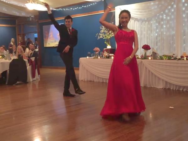 Serunya Aksi Pasangan Ini Lakukan Cover Dance Lagu K-Pop di hari Pernikahan