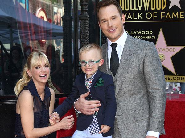 Meski Telah Bercerai, Anna Faris dan Chris Pratt Tetap Kompak Mengurus Anak