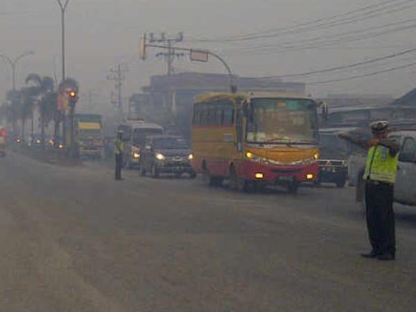 Kabut Asap Tebal di Riau Ternyata Berasal dari Jambi dan Sumatera Selatan