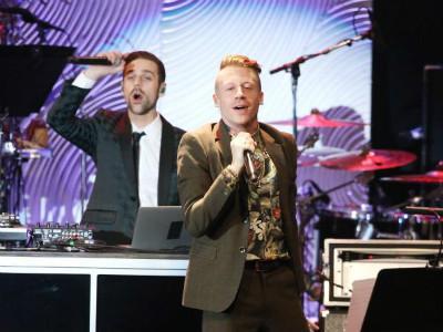 Wah, Ada Nikah Massal Saat Penampilan Macklemore & Ryan Lewis di Grammy Awards 2014!