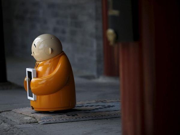 Unik, Kuil di China Kedatangan Robot Biksu Yang Langsung Rebut Perhatian Wisatawan!