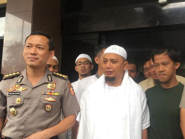 Dijamin Ustaz Arifin Ilham, Polisi Tangguhkan Penahanan Tersangka Pelecehan Bendera Pekan Lalu