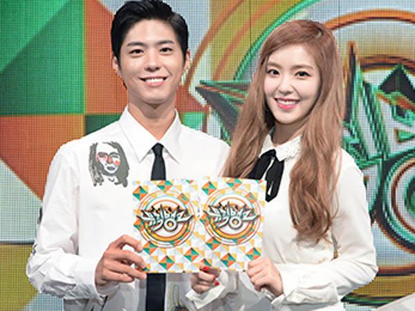 Park Bo Gum dan Irene Red Velvet Tetap Tampil Serasi Saat Rayakan 1 Tahun Jadi MC 'Music Bank'