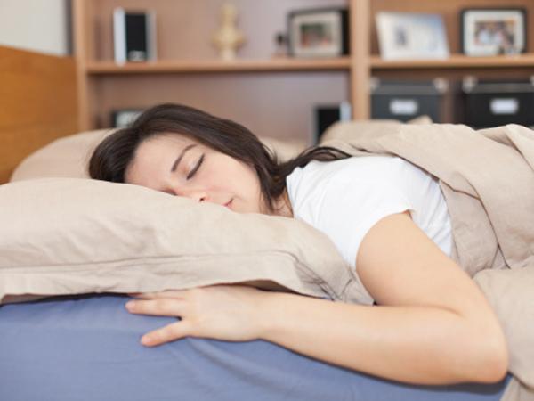 Alasan Tengkurap Jadi Posisi Tidur Terburuk Bagi Kesehatan Tubuh