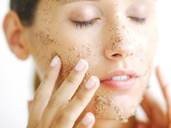 Yuk Intip Tips Aman Lakukan Scrub Pada Wajah