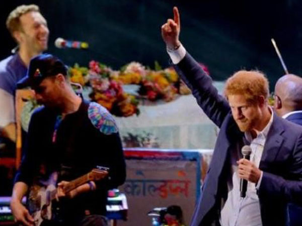 Wah, Serunya Pangeran Harry Duet Bareng Coldplay di Konser Amal