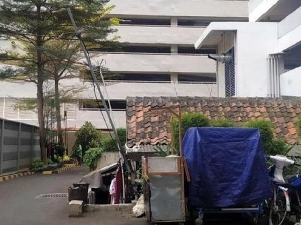 Fenomena Unik Rumah Lama di Tengah Kompleks Apartemen Mewah Jakarta Pusat