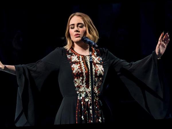 Adele Cicip Jadi Host untuk Pertama Kalinya Lewat Acara SNL
