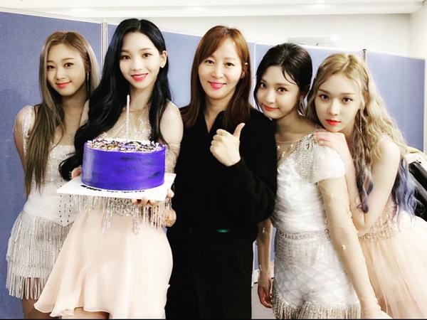 aespa Langsungkan Debut Stage di 'Music Bank', Crew Posting Foto Bareng