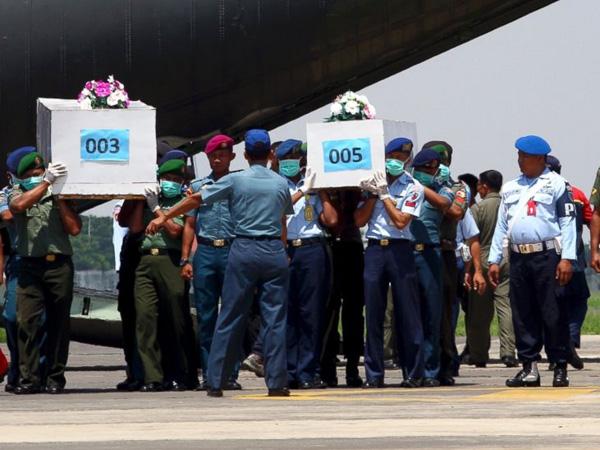 Lima Hari Pencarian, Tim SAR Sudah Temukan 10 Jenazah Penumpang AirAsia