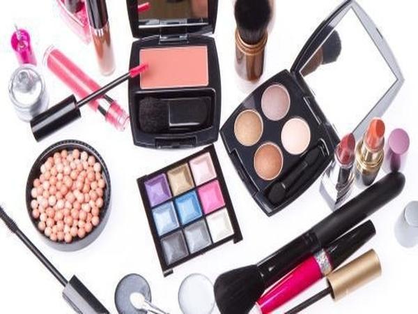 Jangan Dibuang, Ini 5 Cara Manfaatkan Kembali Produk Makeup yang Terlantar