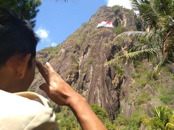 Euforia Sambut Hari Kemerdekaan RI Ke-73, Bendera Raksasa Dikibarkan di Tebing Tertinggi Jatim