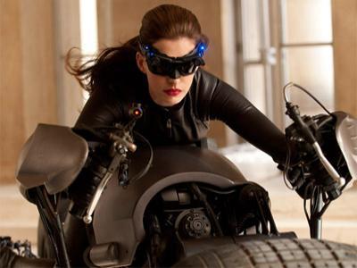 Anne Hathaway Tertekan Perankan Catwoman