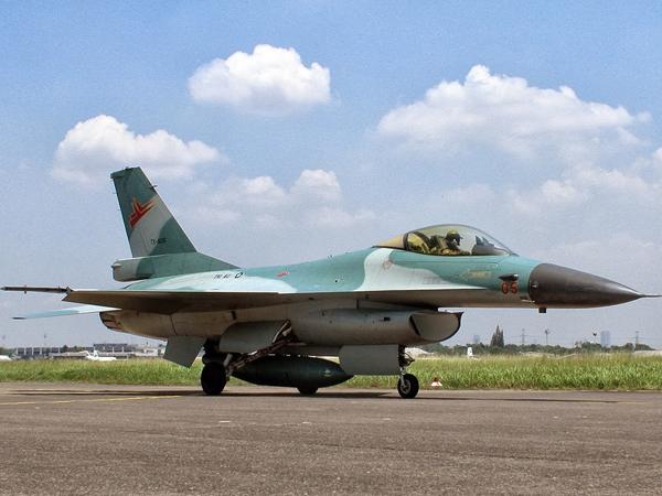 Inilah Kronologi Terbakarnya Pesawat TNI AU F-16 di Halim