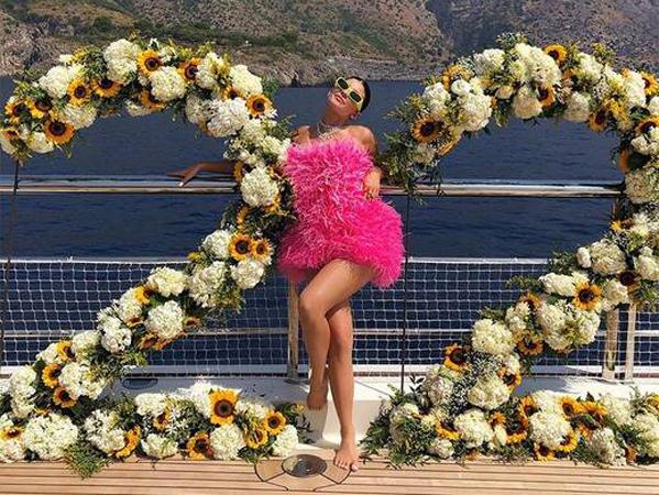 Ulang Tahun, Kylie Jenner Terima Hadiah Kalung Mewah Seharga Miliaran Rupiah dari Travis Scott