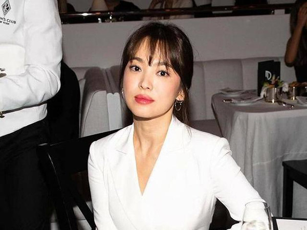 Gaya Effortless Song Hye Kyo di New York Fashion Week Kena Kritik Netizen