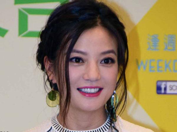 Seorang Pria Tuntut Vicki Zhao 'Putri Huan Zhu' Karena `Menatapnya' dari Layar TV