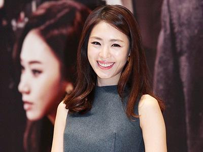 Yuk Intip Modisnya Lee Yeon Hee di Konferensi Pers Drama 'Miss Korea'