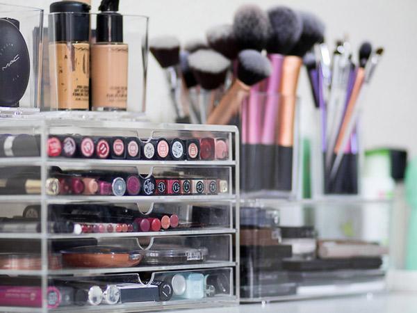 Hindari Menyimpan di Tempat Ini Jika Tak Ingin Make-up Kesayanganmu Rusak