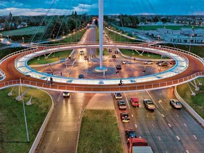 Wow, Belanda Punya Jembatan Gantung Untuk Pengendara Sepeda!