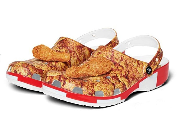 KFC x Crocs Luncurkan Kolaborasi Sepatu Beraroma Ayam Goreng