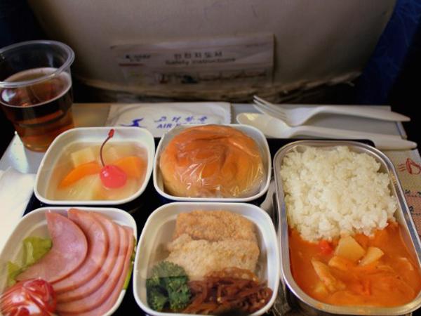 Wah, Makanan di Pesawat Korea Utara Dinilai Sebagai yang Terburuk!