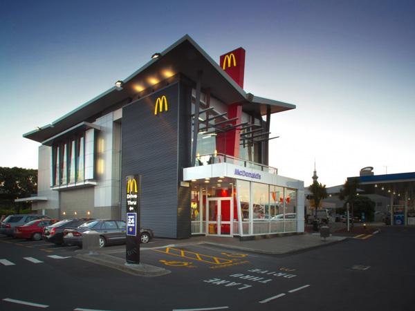 Seorang Wanita Ngaku Temukan Kecoa dalam Burger yang Dibeli di McDonalds!