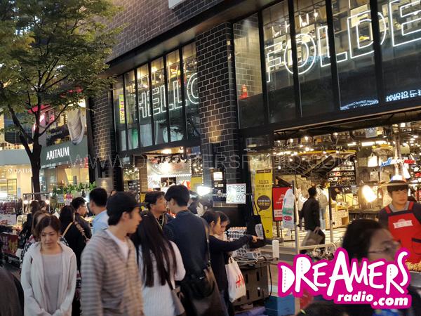 Jalan-jalan ke Myeong-dong Market Seoul, Surga Belanjanya Para Pecinta K-Pop