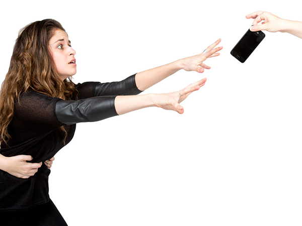 Waspada, Ini Tanda-tanda Kamu Sudah Kecanduan Handphone!