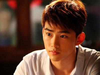 Taecyeon 2PM Tunjukan Foto Masa Kecilnya Dalam 'Who Are You'