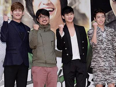 Kim Soo Hyun dan Aktor 'Secretly and Greatly' Lainnya Gegerkan Kampus Khusus Wanita!