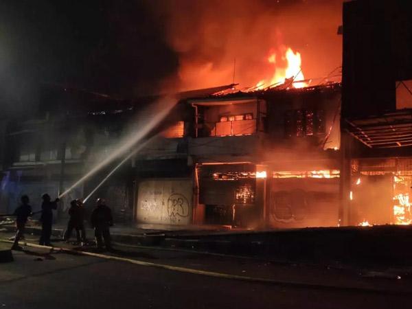 Potret Gedung Grand Theater Peninggalan Belanda yang Hangus Dibakar Massa