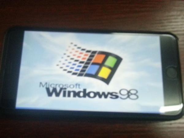 Wow, iPhone 6 Plus Bisa Digunakan dengan Sistem Operasi Windows 98!