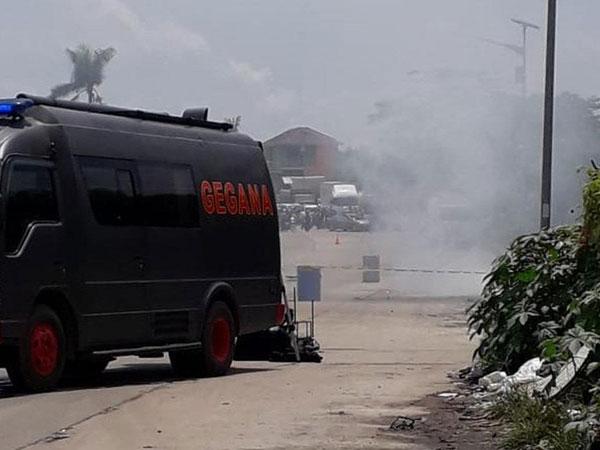 Warga Serang Digegerkan oleh Kardus Berasap di Tengah Jalan yang Diduga Bom