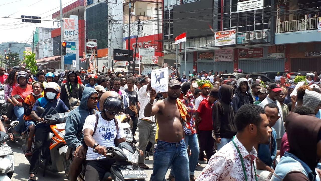 Update Terkini Kondisi Massa Manokwari Turun ke Jalan Buat Lalin Lumpuh, Ada Apa?