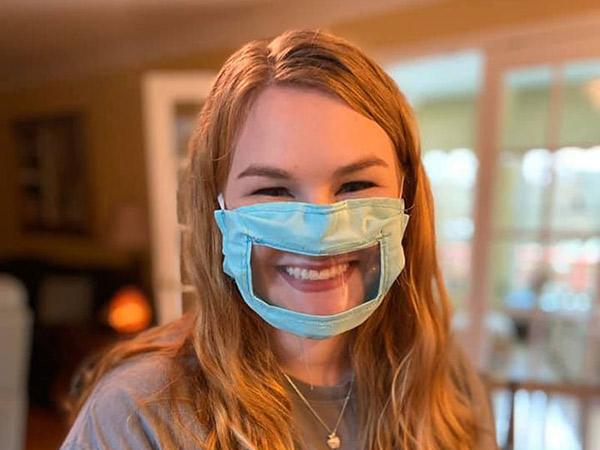 Inspiratif, Mahasiswi Ciptakan Masker Transparan Khusus untuk Teman Tuli