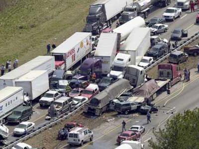 Kabut Picu Kecelakaan Beruntun Libatkan 100 Mobil