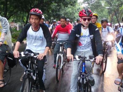 Pebalap MotoGP Jorge Lorenzo Gowes Bareng Jokowi ke Balai Kota!