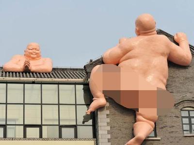 Pasang Patung Budha Telanjang, Restoran China di Kecam