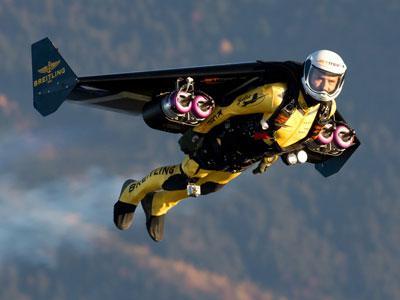 Seperti Iron Man, Pria Ini Nekat Terbang Dari Atas Gunung